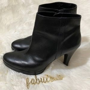 Nine West Trivetto black leather booties Size 10